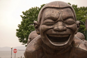 Laughter Sculpture by Yue Minjun 5783575155_33f7a63b8b_b 300 x 200